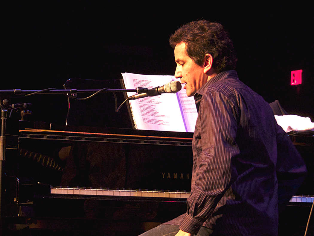 AJ Croce talking to the audience at his Saturday night performance.