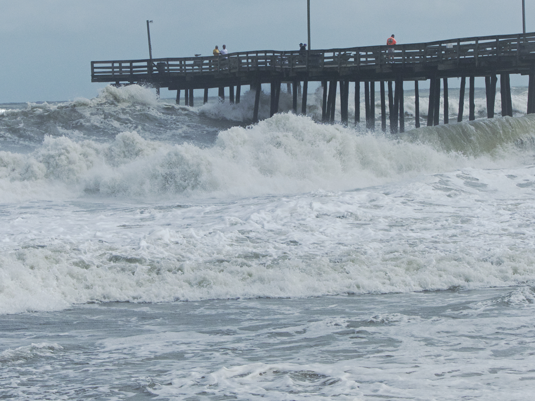 Outer Banks Fishing Pier, Sunday, Spetember 4, 11:30 a.m. Surf running at 8-10'.