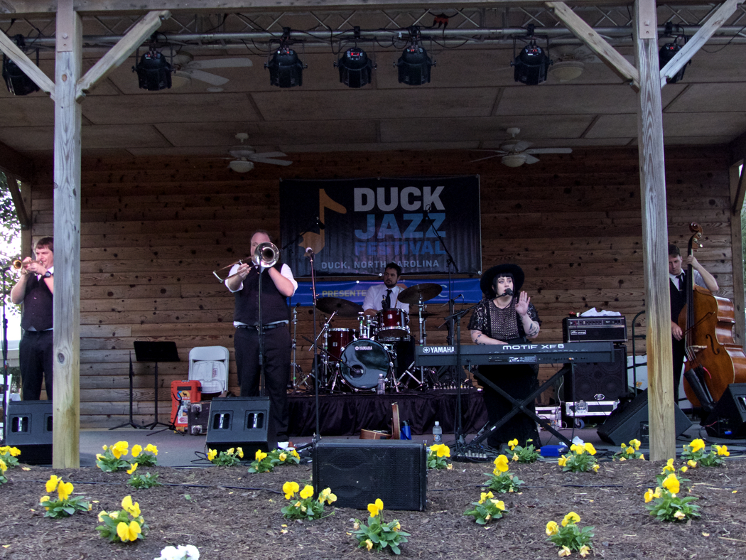 Davina and the Vagabonds headlined an outstanding day of music at the Duck Jazz Festival.