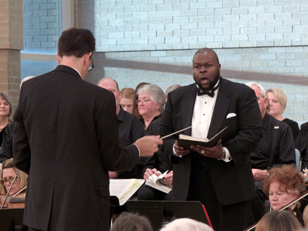 Tshombie Selby performing during Sunday evening performance of Handel's Messiah.