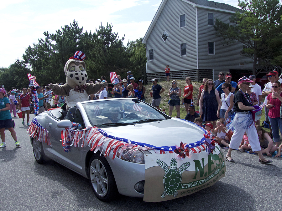 4th of July in the Town of Duck. A wonderfully whacky parade.