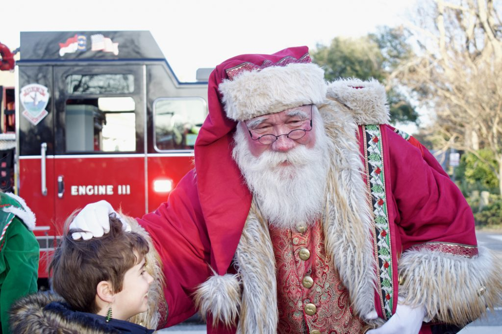 Santa arrives at Duck to the delight of children of every age.